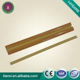 装飾物質的なPVC土台板または幅木または壁のまわりを回ること