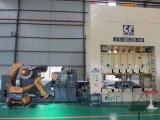 Uso automático da máquina do Straightener nas peças do elétron