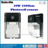 Prix usine de constructeur de la Chine K120lm/W 5 ans de garantie du détecteur 20W DEL de mur d'éclairage extérieur imperméable à l'eau de paquet