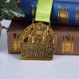 La récompense de fonctionnement de marathon en métal de la coutume 2017 folâtre des médaillons avec la bande