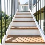 계단을%s 옥외 사각 그리고 둥근 까만 방책