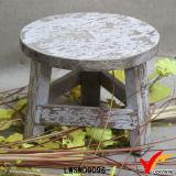 黄色がかったぼろぼろのシックな円形のシートの木の小型腰掛け