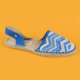 Donne bianche e pattini blu della signora Espadrilles Regno Unito dei sandali delle scarpe di tela del Crochet