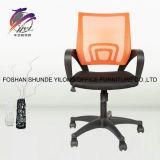 中国製旋回装置の網のオフィスの椅子のオフィス用家具
