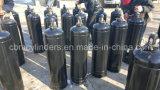 Zylinder des Acetylen-40L mit Ventilen u. Schutzkappen