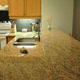 Dessus de granit fait sur commande ornemental de Giallo contre-