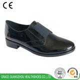 De Schoenen van de Gezondheid van de gunst vormen de Zwarte Toevallige Schoenen van de Dames van het Leer