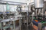 Разлитая по бутылкам сода/искриться завод упаковки воды