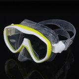 Le jeu de masque professionnel de plongeon/masque et la prise d'air naviguants au schnorchel placent/jeux de plongée