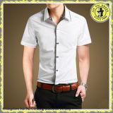 ボタンが付いている綿のオックスフォードのワイシャツ