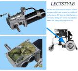 Palanca accionada del regulador y de la palanca de mando del motor del sillón de ruedas en el sillón de ruedas de la C.C.