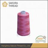 Filato cucirino 40s/2 di marca di Sakura con colore 1380 in azione