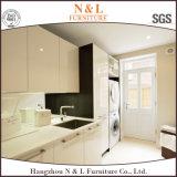 N & l белая высокая комната шкафа прачечного лака лоска