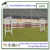 Aluminiumerscheinen, das für Pferden-Training springt