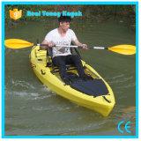 Los barcos de pesca profesionales con plegable el asiento se incorporan en el kajak superior con el timón