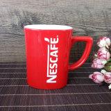 L'usine a personnalisé la tasse rouge de porcelaine estampée par logo de marque