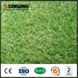 屋外の庭のための反紫外線保護された緑の人工的な草のカーペット