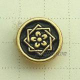 黒い金の金属ボタンのリベットをめっきする豪華な花