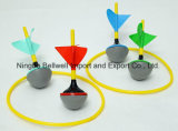 カラーは庭の4本の色分けされた投げ矢とセットされた小型芝生の投げ矢のゲームをカスタマイズした