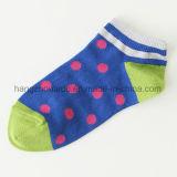 Wellen-Formpatten-nette Baby-Kleid-Socke