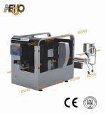 Завалка мешка сока и машина запечатывания