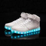 Sapatas luminosas ocasionais do diodo emissor de luz das sapatas Running de couro genuíno