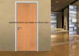 Instalación de corte de pisos laminados alrededor de puertas