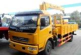 Dongfeng 4X2 판매를 위한 기중기로 거치되는 트럭 4 톤 화물 자동차 짐