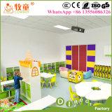 Установленные таблицы и стулы класса мебели школы Kinderegarten Preschool