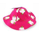 子供の花浜の縁のバケツの帽子