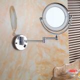 Parete illuminata dello specchio di vetro del bagno che si illumina intorno ai doppi lati