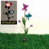 Pieu léger solaire coloré lumineux de fleur en métal pour le jardin