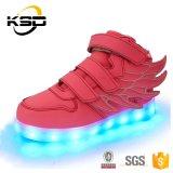 翼が付いている子供LEDライトダンスの靴のキャンバスの白熱靴ライト