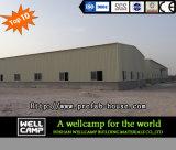 Atelier de structure métallique de tôle d'acier avec le mur de briques