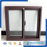Schieben des Aluminiumfensters mit doppeltem glasig-glänzendem Glas