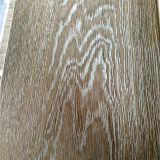 Het brede Geborstelde Wit van de Plank en de Natuurlijke Gebouwde Bevloering van de Kleur Eik