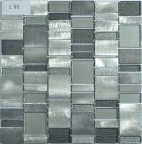 La cucina moderna di stile copre di tegoli l'alluminio