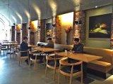 Mobilia di legno del ristorante utilizzata self-service per l'insieme della presidenza e della Tabella