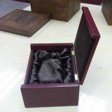 Cartão, caixa de madeira do perfume