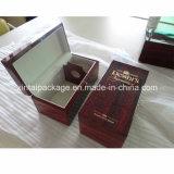 Boîte en bois lustrée élevée à vin