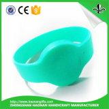Modo sveglio su ordinazione di disegno a buon mercato e Wristbands stampati del silicone di marchio