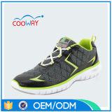 De zwarte Schoenen van Sporten/Atletische Schoenen/Loopschoenen