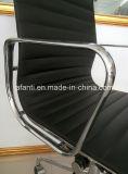 Hoher rückseitiger lederner Eames Manager-Aluminiumstuhl (E001A)