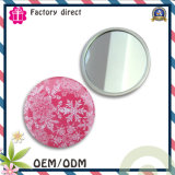 Piccolo specchio cosmetico compatto sveglio