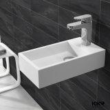 Lavabo diritto della mano della stanza da bagno del pavimento italiano della pietra