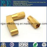 カスタマイズされた真鍮ベースを機械で造る精密