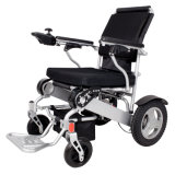 O uso do curso fácil carreg a cadeira de rodas elétrica de dobramento da bateria de lítio para enfermos