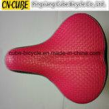 Велосипед высокого качества разделяет розовое место седловины велосипеда