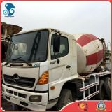 Hino500 usato Concrete Mixer Truck con New Gutters da vendere
