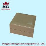 La boîte-cadeau en bois pour le bijou
